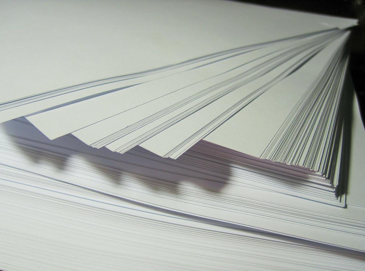 Popis: Když nakupujete papír do kanceláře, volte takový, který nejlépe splní vaše potřeby. Nač zbytečně platit za nejkvalitnější papír, když jeho přednosti nevyužijete. Foto: https://pixabay.com