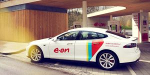 czech-charging-station-emobility-tesla-white-car-profile_2x1