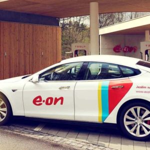 czech-charging-station-emobility-tesla-white-car-profile_2x1